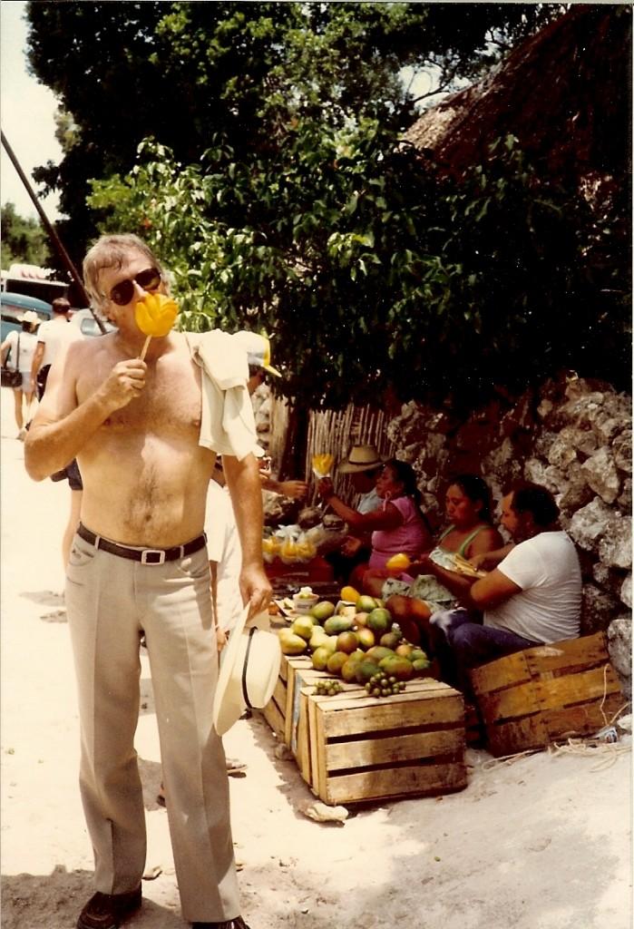 augustus 1982, Yucatán, Mexico, mango etend. Foto Maarten Mourik, ambassadeur UNESCO.
